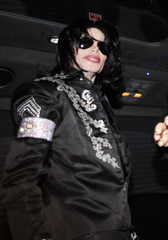 Michael+Jackson+Leaving+London+Hotel+7kxaLI5_tSOm